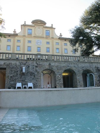 Villa Le Maschere: Main building and pool