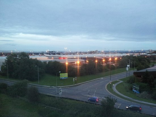 Premier Inn Manchester Airport (M56/J6) Runger Lane North: View, top floor at the back of the hotel