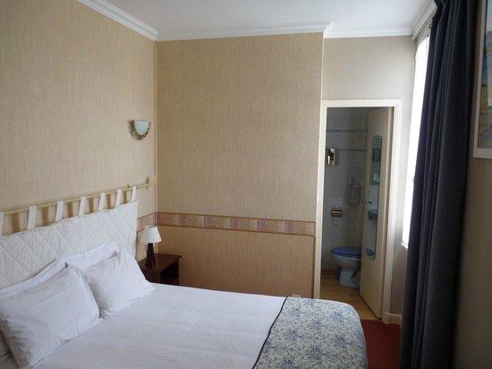 Hotel Le Plantagenet: Habitación