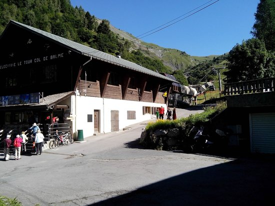 Hotel L'Olympique : Cablecars to le Col de Balme, right next to Hotel l' Olympique