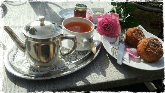 Dornröschenschloss Sababurg: This is rose tea with rose muffins (yes - with rose petals)