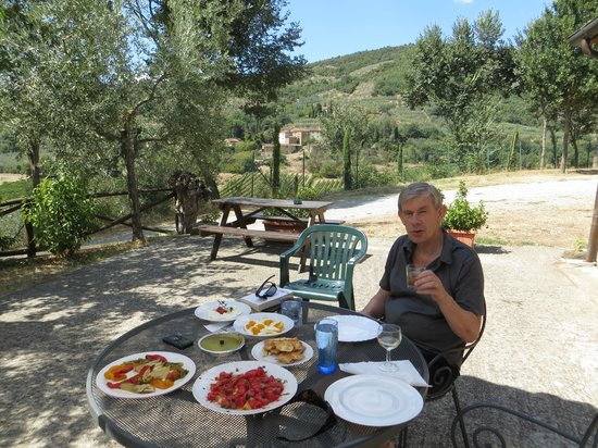 Le Capanne Agriturismo: Enjoying lunch