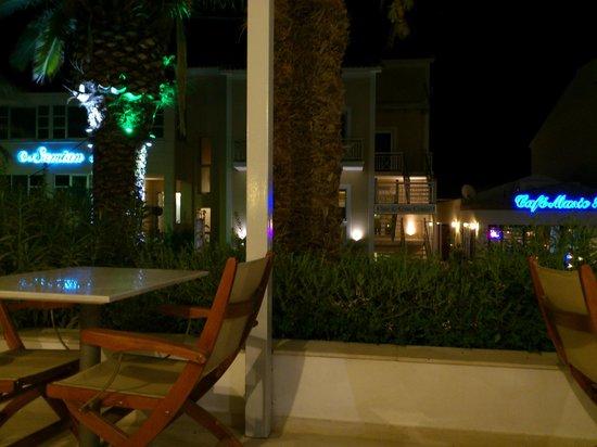 Hydrele Beach Hotel & Village: ristorante e bar di sera