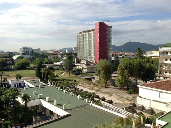 Grand Hotel Trieste & Victoria: Blick aus Zimmer 451 auf die Bauruine