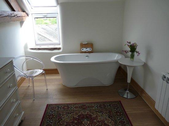 Town Head Farm Cottages : Slipper bath