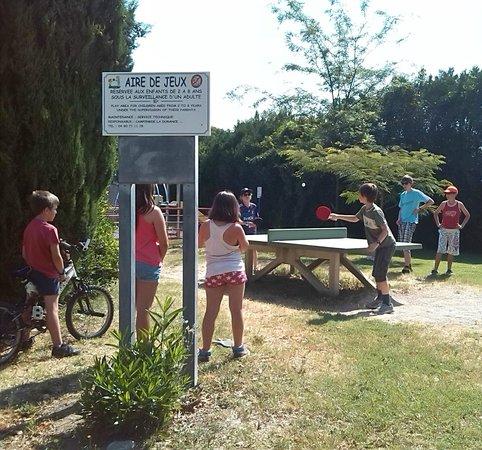 Camping Intercommunal de la Durance: Table ping pong