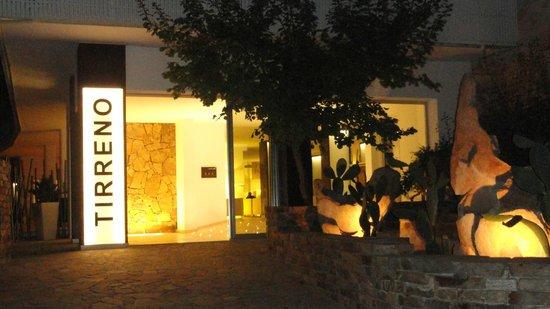 Tirreno Resort: Eingang zur Hotel-Lobby