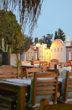 La Brezza Suite & Hotel: La Brezza' da akşam yemeği öncesi
