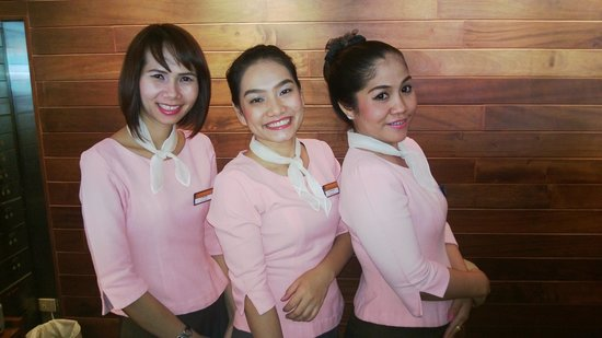 Bangkok Inter Place Hotel: Front desk staff wonderful people