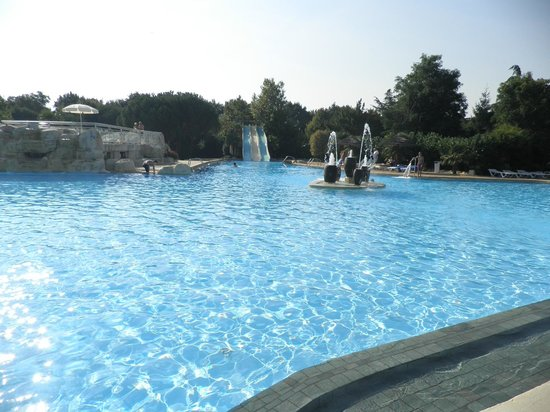 Castel Camping Sequoia Parc : Main pool and slides
