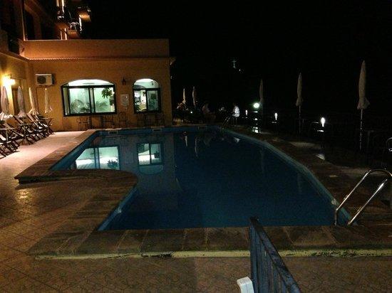 Sole Castello: Taras widokowy i basen z widokiem na zatokę