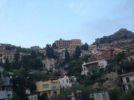 Sole Castello: Widok na hotel z podjazdu