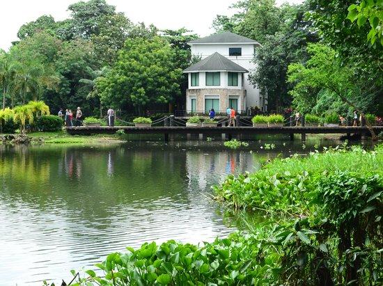 ninoy aquino parks and wildlife center entrance