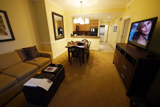 The Westin Kaanapali Ocean Resort Villas: Kitchen, dining and lounge areas