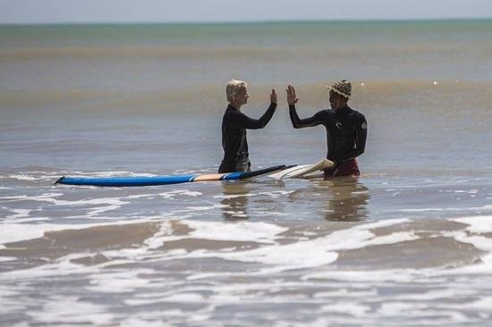 Desu de Bali Surf - Surfing Courses : You can't stop the wave, but you can learn how to surf
