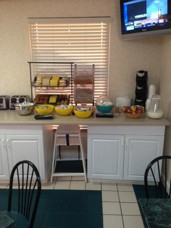 Days Inn & Suites Navarre Conference Center: free breakfast
