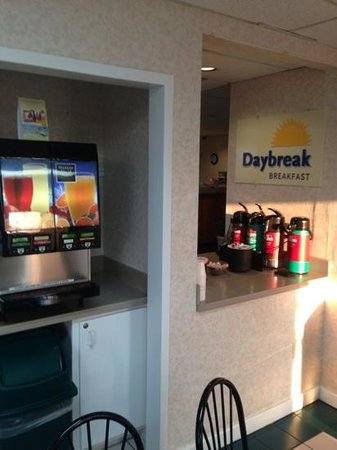 Days Inn & Suites Navarre Conference Center: free coffee and juice with breakfast