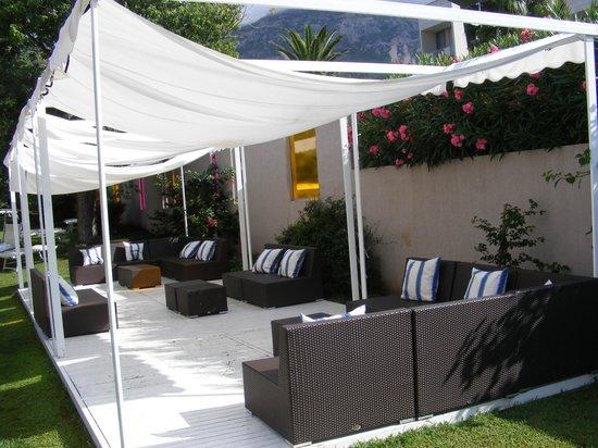 Jardin l 39 ombre de l 39 hotel tara quairiat thierry for Jardin ombre