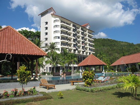 Laprima Hotel: hotel from the pool