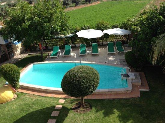 Hotel Villa Sur: La piscine vue de notre terrasse