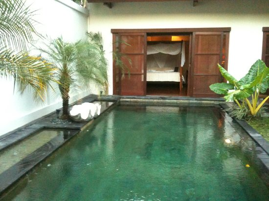 Ellora Villas: bottom of pool looking into bedroom