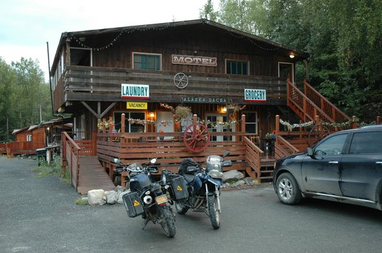 Alaska Dacha: Front of the motel