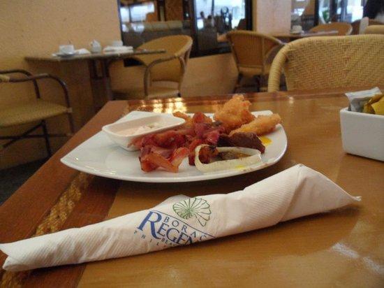 Henann Regency Resort & Spa: buffet breakfast