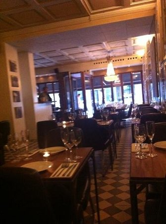 Les Trois Cochons: interior shot of restaurant