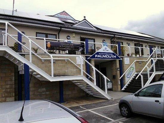 Marine Bar & Restaurant: Entrance at the rear