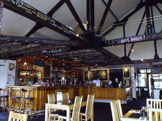 Marine Bar & Restaurant: Splendid interior