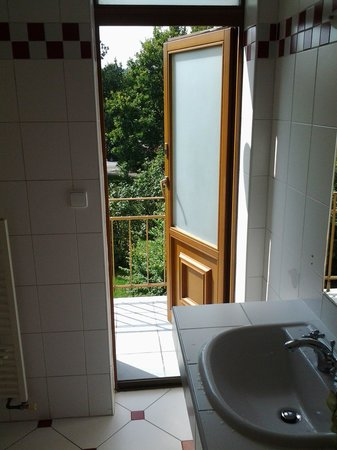 Hotel 51: выход на балкон прямо из ванной комнаты