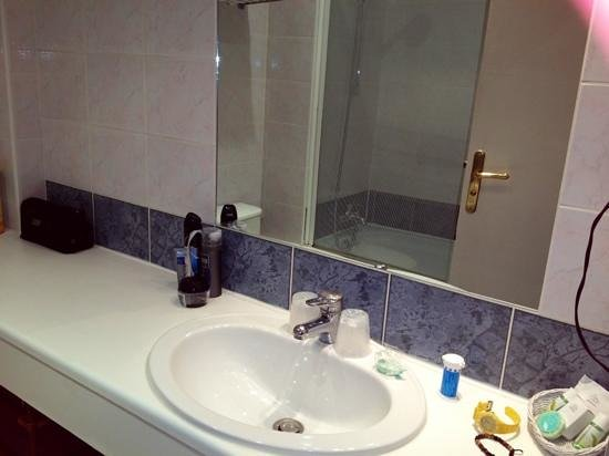 Hotel l'Olivier: SDB