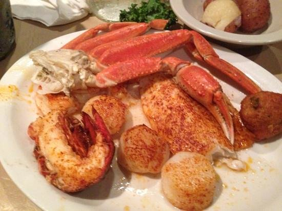 Harry's Old Place: broiled seafood platter