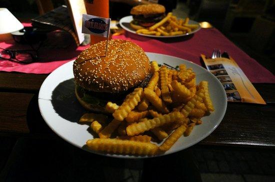 Hotel Sonne: Giant Humburger