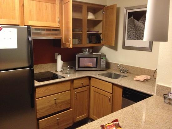 Residence Inn Arlington: kitchen