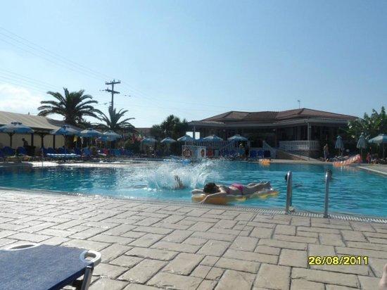 Golden Sun Hotel: pool