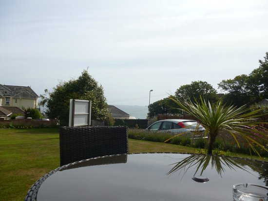The Havelock: View from the front of the hotel-nice seating area