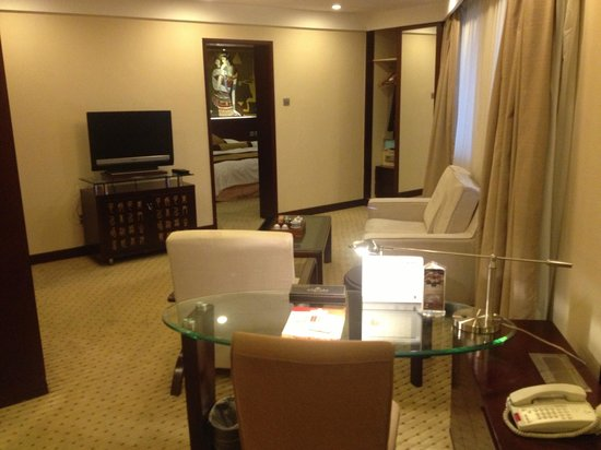 Grand Skylight Catic Hotel: Business Suite Sitting Room