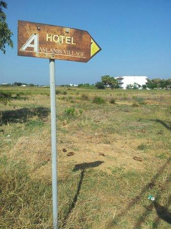 Aslanis Village : panneau