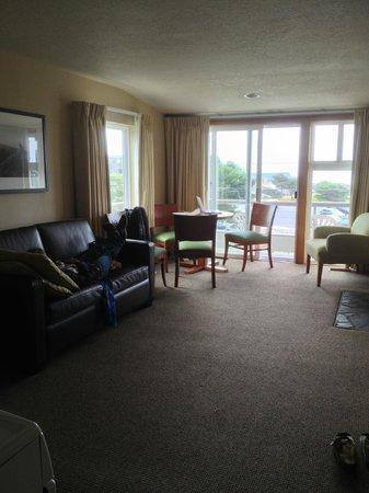 ذا واي سايد إن: living room area