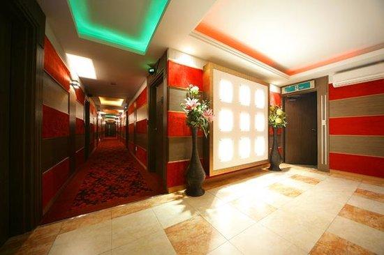 Ivy Hotel: Hall