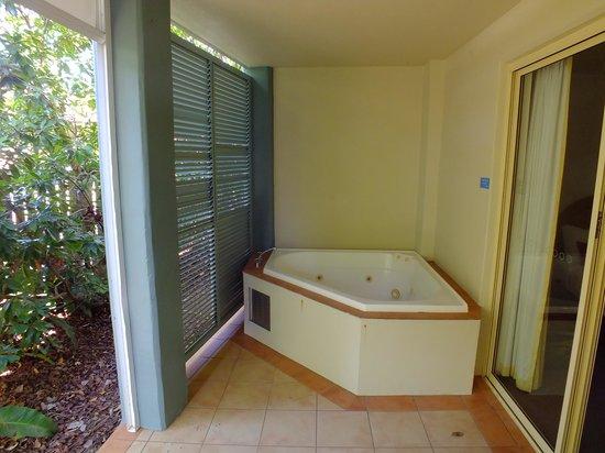 Lennox Beach Resort - Lennox Head: Rear Deck Spa