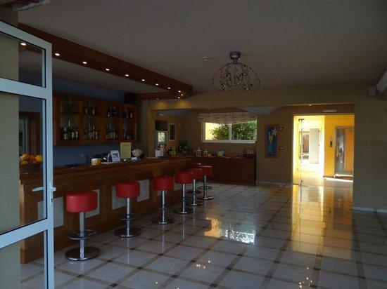 Akti Chara Hotel: Bar area