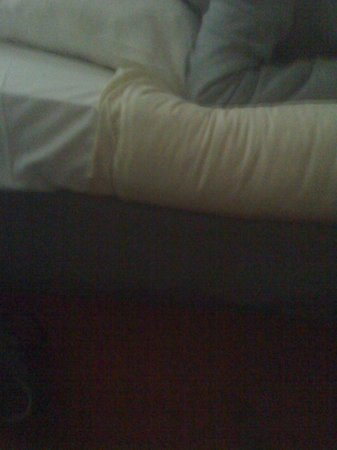 "Hotel Neutraal : Ecco un particolare del ""letto"""