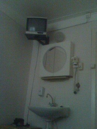 Hotel Neutraal : Tv degli anni 30 senza telecomando