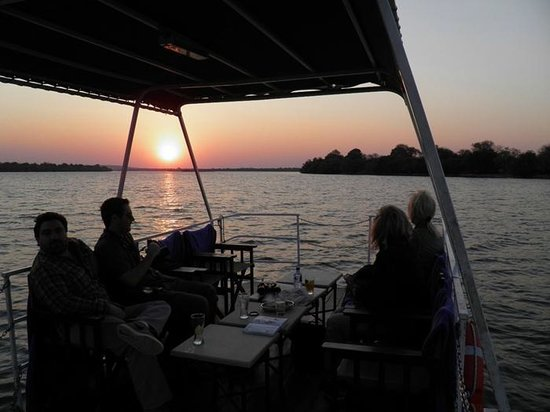 Royal Chundu Luxury Zambezi Lodges: Sunset cruise