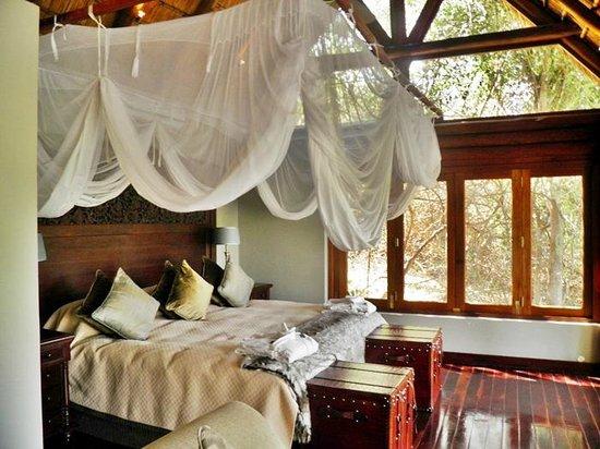 Royal Chundu Luxury Zambezi Lodges: Honeymoon suite