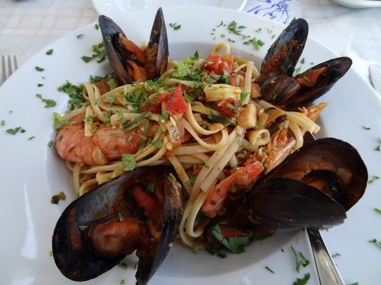 Sea Side Restaurant: The wonderful and well known seafood spaghetti