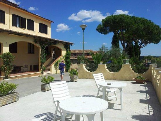 La Loggia - Villa Gloria: Hotelgelände