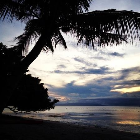 Amarela Resort: sunset view by the private beach